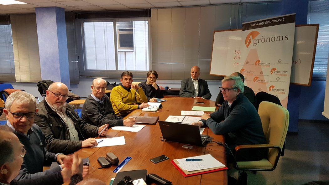 La comissió de l' Aigua del COEAC es reuneix amb els companys: Antoni Enjuanes del DARP i Xavier Vall-llosera d'Infraestructures. cat
