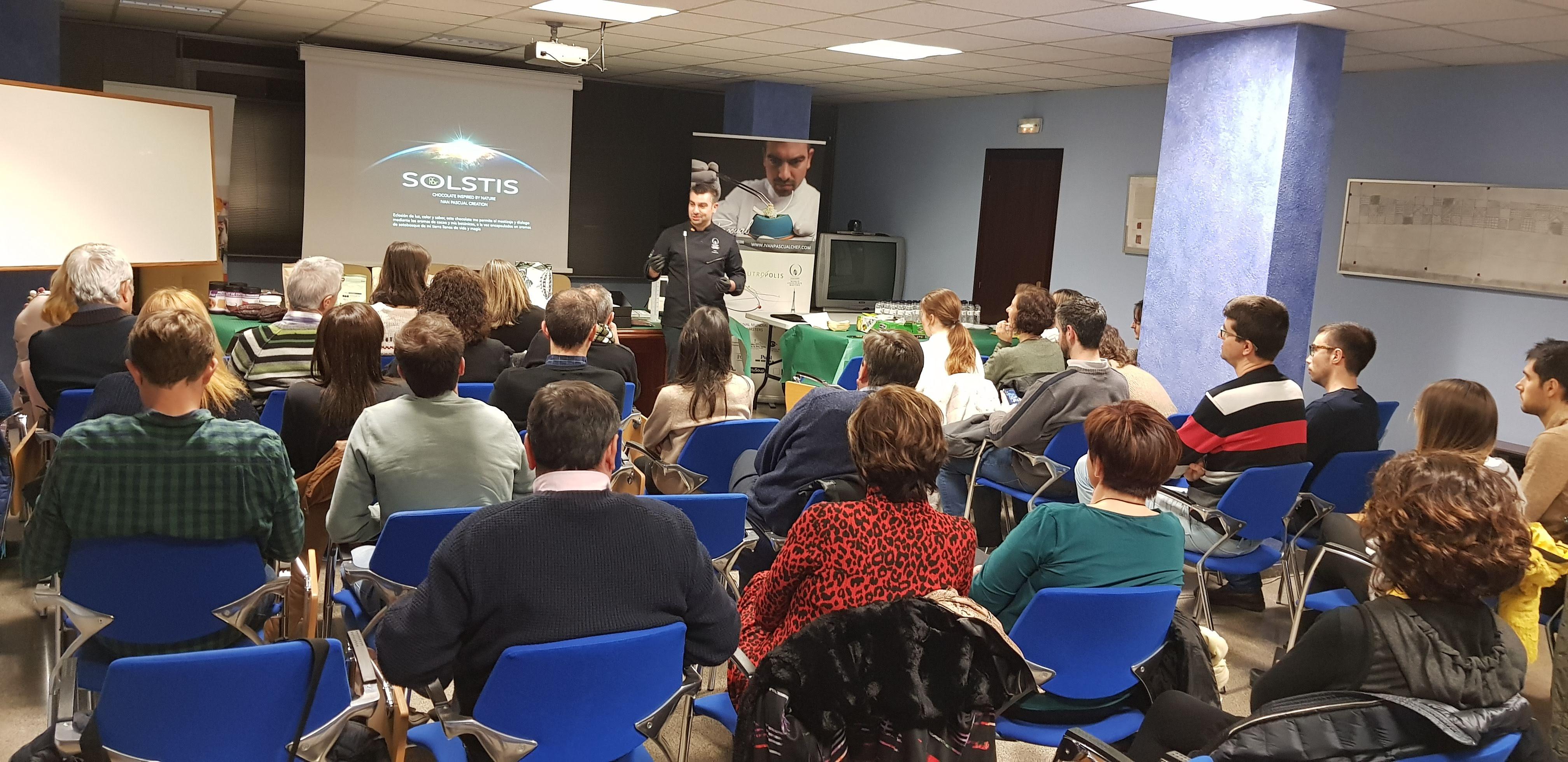 Tast de xocolata molt interessant a la Delegació de Lleida del COEAC, amb gran nombre d'assistents