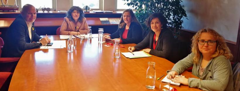 Reunió de les tres deganes dels col·legis de l'àmbit rural amb la consellera Teresa Jordà
