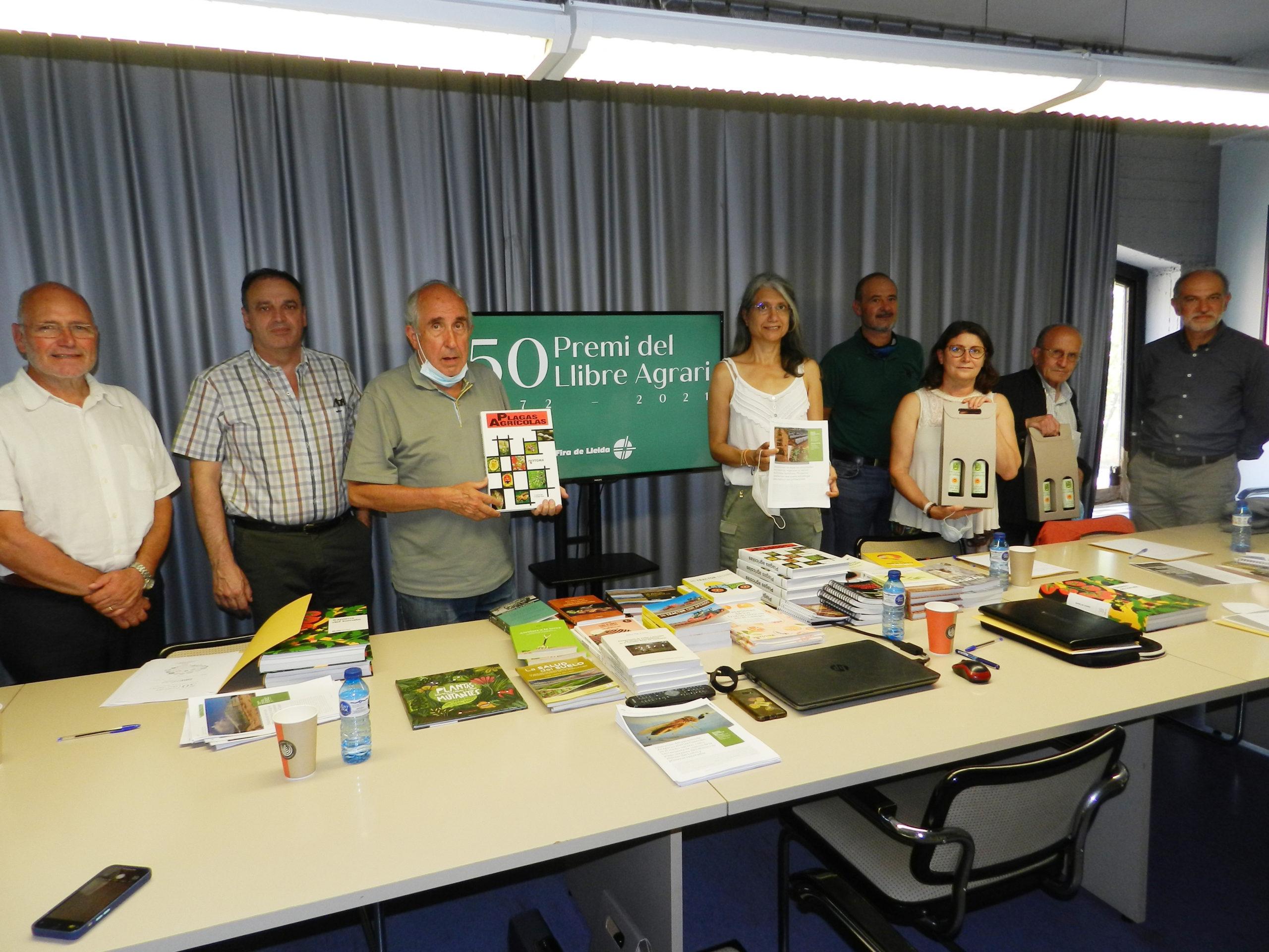 Dues obres sobre plagues agrícoles guanyen els premis del llibre i de l'article agraris  2021