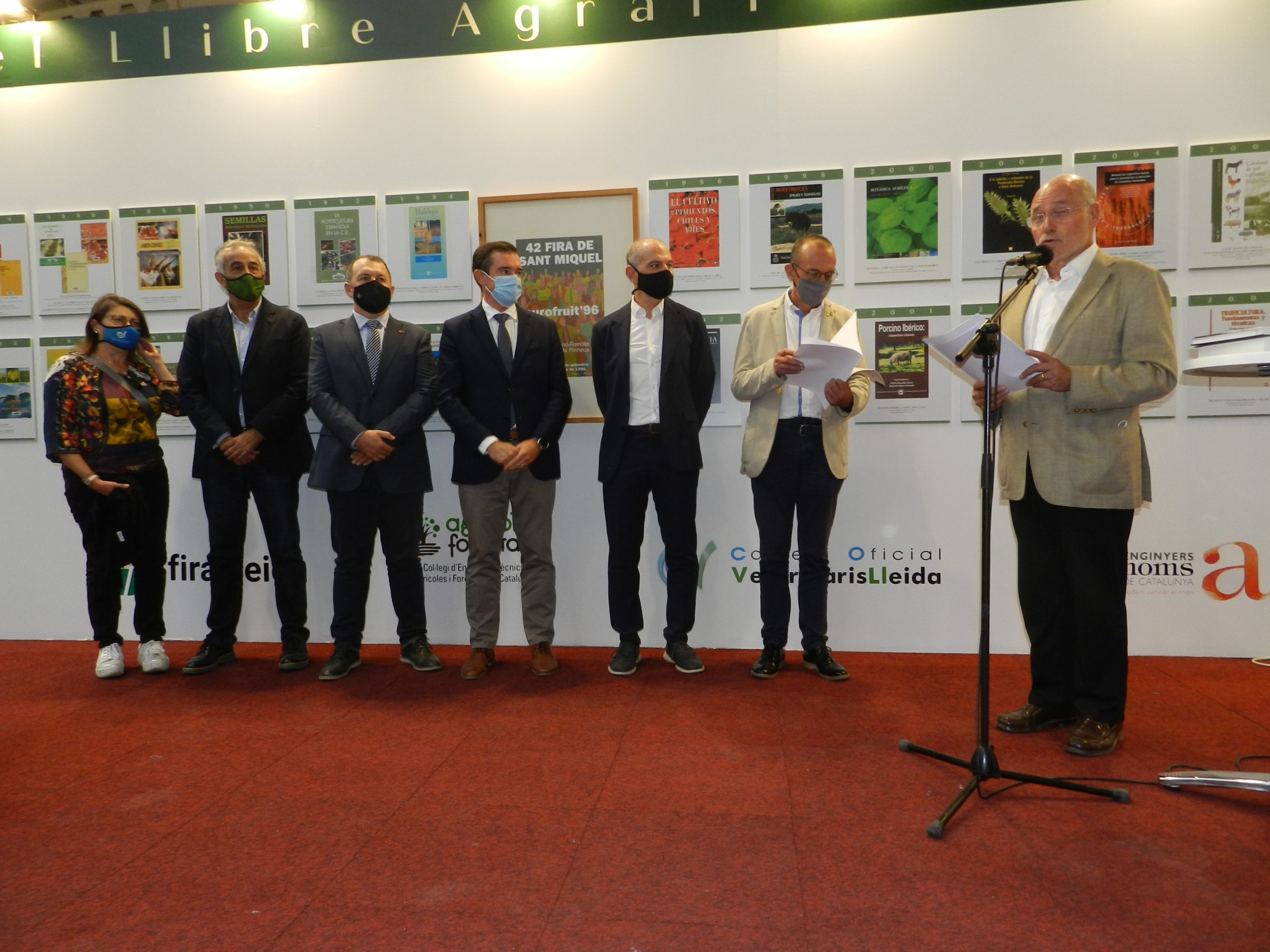 Els Enginyers Agrònoms presents a la presentació de l'exposició 50è aniversari del Premi del Llibre Agrari